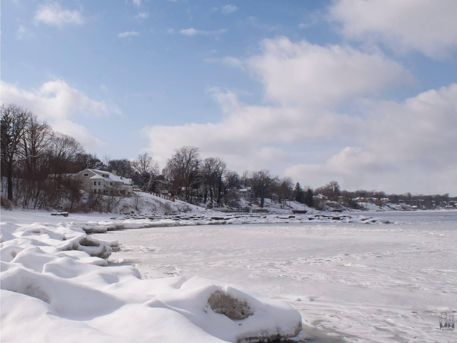 snow, lake erie , lake side home