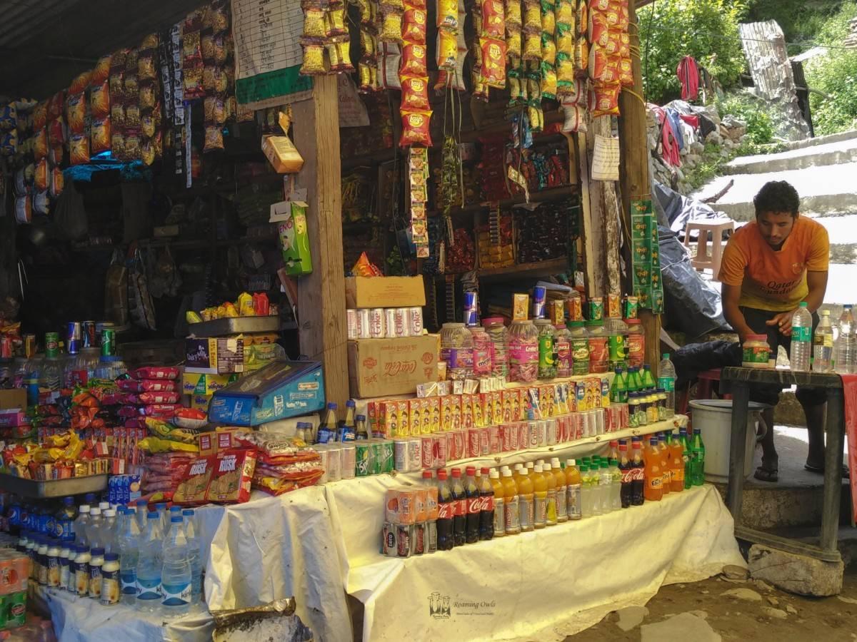 Ghangaria trek,uttarakhand,valleyofflowers,food stalls,packet foods