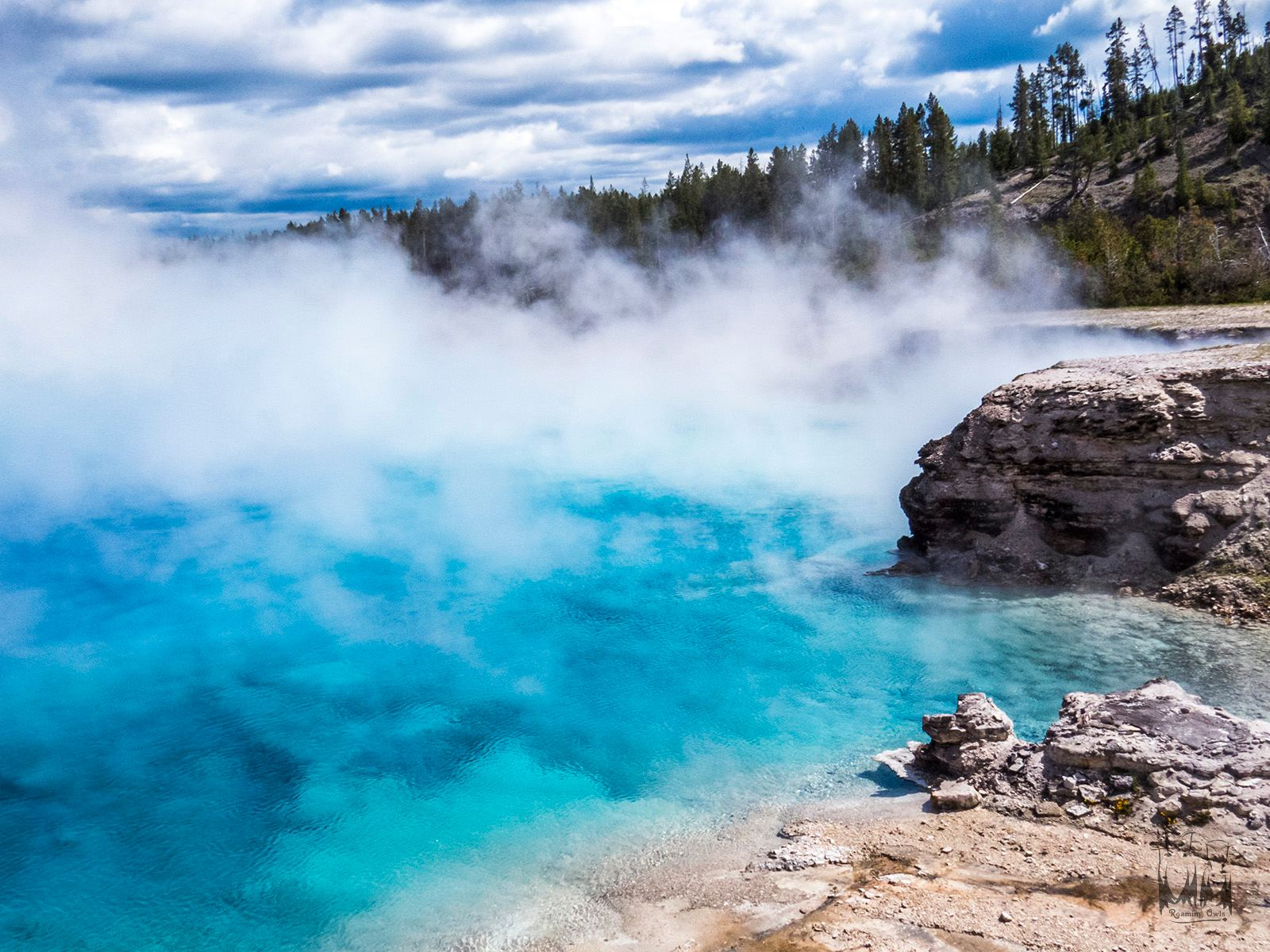 Yellowstone national park, Blue water, Hot springs