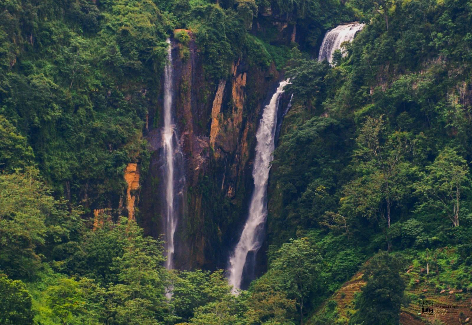 srilanka,unknown falls,hidden falls,roadside falls